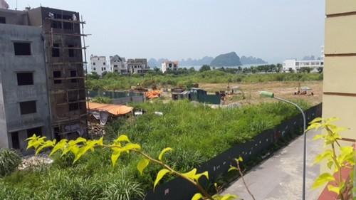 5,4ha đất tiền qui hoạch là chung cư cho người thu nhập thấp và sân chơi cộng cộng, hậu điều chỉnh qui hoạch 33 căn nhà ống chen vào ở tổ 13, khu 4 phường Hồng Hà, TP Hạ Long