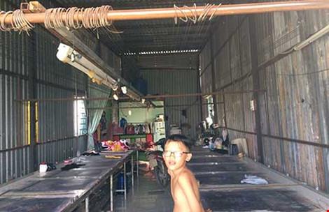 Bên trong một căn nhà tôn không phép đã có người ở tại xã Vĩnh Lộc A, huyện Bình Chánh. Ảnh: TIẾN TÂN