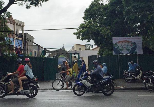 Sau khi thu hồi, khu đất được giao cho đơn vị thi công để xây trường mầm non Vĩnh Ninh