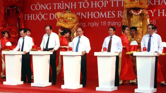 Thủ tướng Nguyễn Xuân Phúc bấm nút khởi công