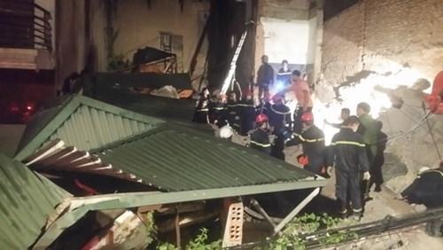 Các lực lượng cứu hộ nhanh chóng tiếp cận nạn nhân
