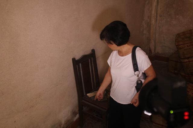 Bà Phạm Đỗ Thanh Thùy cho biết đã nhiều lần đề xuất với nhà 179, 181 cùng tháo gỡ nhà nhưng không nhận được sự đồng ý. Năm 2012, gia đình bà đã phải chuyển đi. Cũng từ đó, căn nhà nghiêng không có người ở