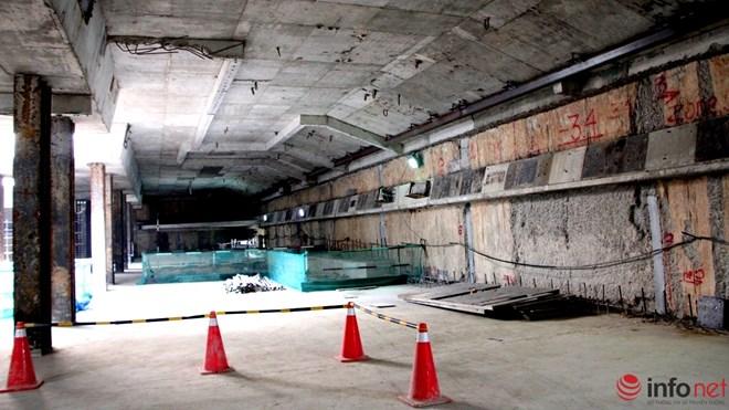 Theo quy hoạch, Tầng 1 gồm: sảnh đợi, máy bán vé, cổng thu phí tự động, nhà vệ sinh và phòng hướng dẫn thông tin cho hành khách. Tầng 2: là sân ga...