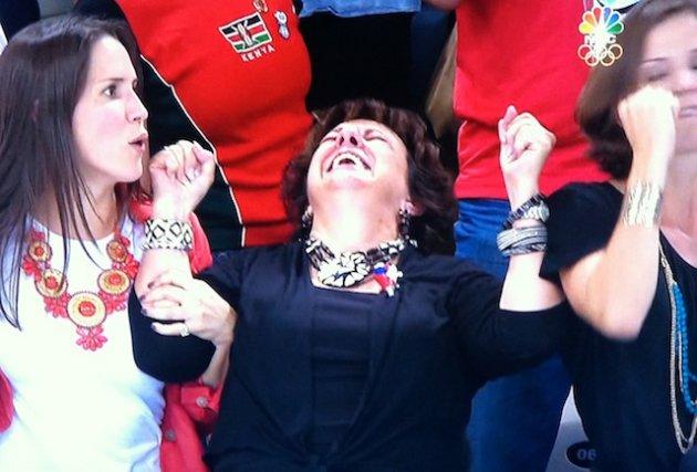 Niềm vui khi nhìn thấy con chiến thắng của một người mẹ.