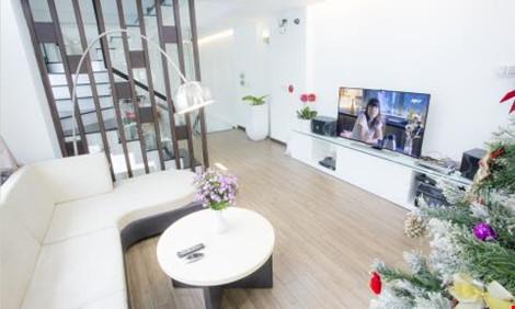 Phòng khách rộng rãi, giúp chủ nhân có thể thoải mái tiếp khách, vui chơi sau những giờ làm việc mệt mỏi.