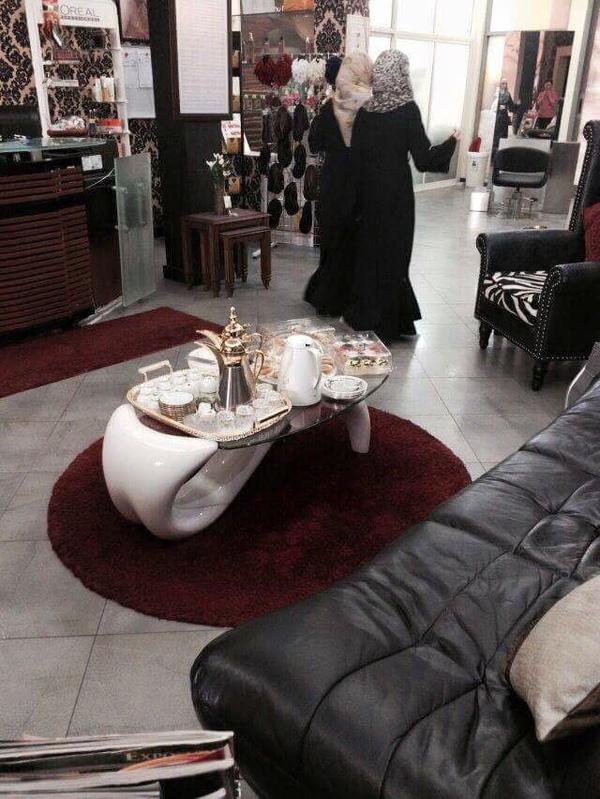 Mặt phải của cuộc sống xa hoa tại Dubai: phụ nữ Dubai giàu có, sang trọng, thích làm đẹp và họ cũng xinh đẹp.