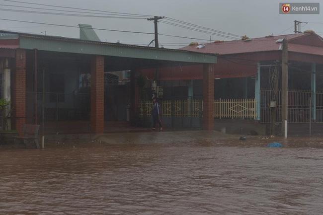 Lúc 15h, tại Nam Định, nhiều nơi đã có điện trở lại. Ảnh: Phương Thảo
