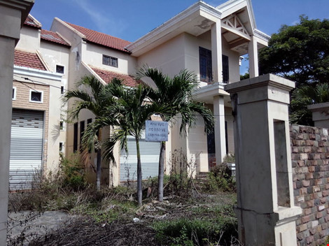 Được biết toàn bộ biệt thự này từ năm 2008 đã được chuyển giao cho Ngân hàng SHB khi ngân hàng này đầu tư vào đội bóng Đà Nẵng.