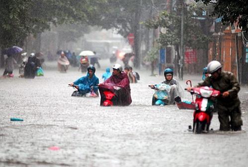 Hà Nội ngày mưa ngập lụt trên mọi ngả đường (Ảnh minh họa)