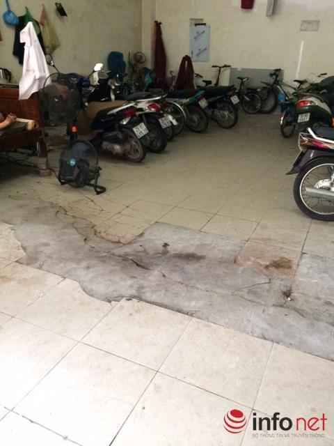 Nền nhà để xe tòa A2 Đến Lừ đã sụt lún, dù được sửa chữa nhưng hiện tượng này vẫn đang tiếp diễn.