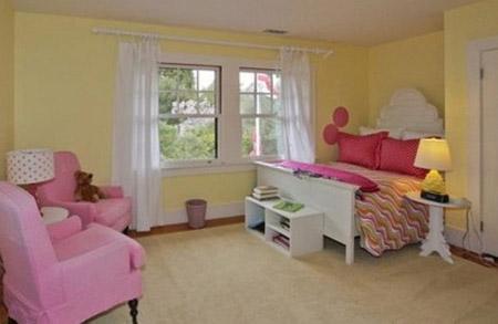 Phòng ngủ nhỏ dành cho con gái yêu nổi bật bởi gam màu hồng.