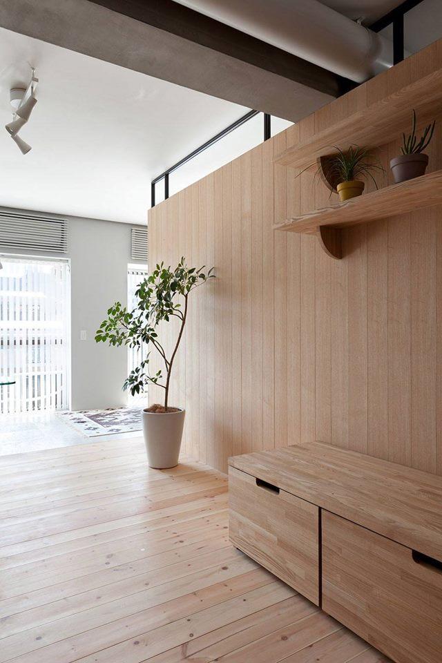 Cây xanh được trông khắp nơi trong ngôi nhà mang đến không gian xanh mát và tràn đầy sức sống.