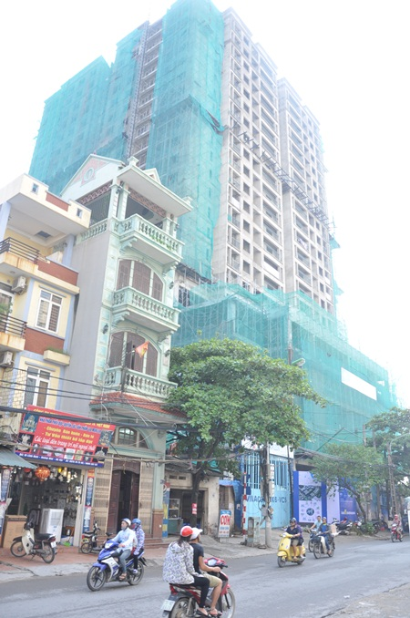 Dự án chung cư New Horizon City có diện tích rộng gần 2 héc ta, gồm 4 tòa nhà cao từ 19 đến 30 tầng. Chủ đầu tư là Công ty TNHH MTV Đầu tư Việt Hà (Việt Hà) và Công ty Cổ phần xây dựng và Kỹ thuật Việt Nam.