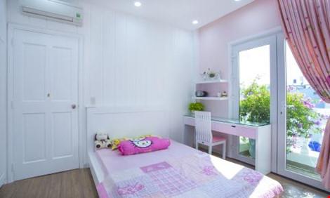 Trong khi đó, phòng ngủ của con gái lại được thiết kế với màu hồng chủ đạo, mang lại sự nhẹ nhàng.