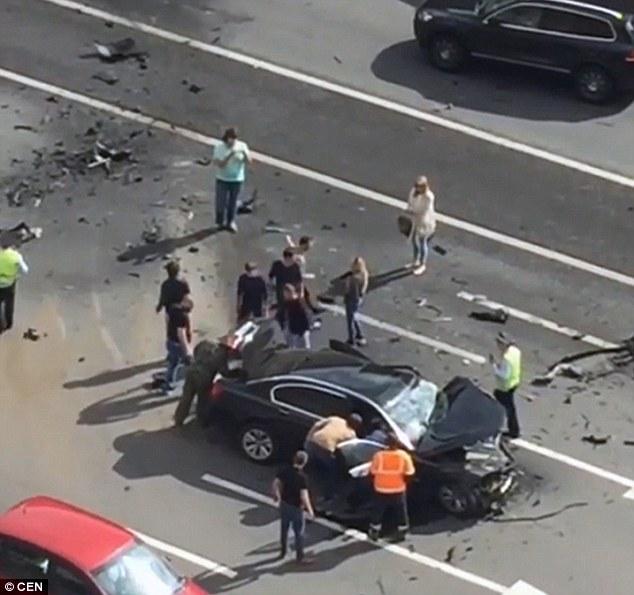 Chiếc xe nát vụn sau vụ tai nạn trên Đại lộ Kutuzovsky, Moscow, Nga.