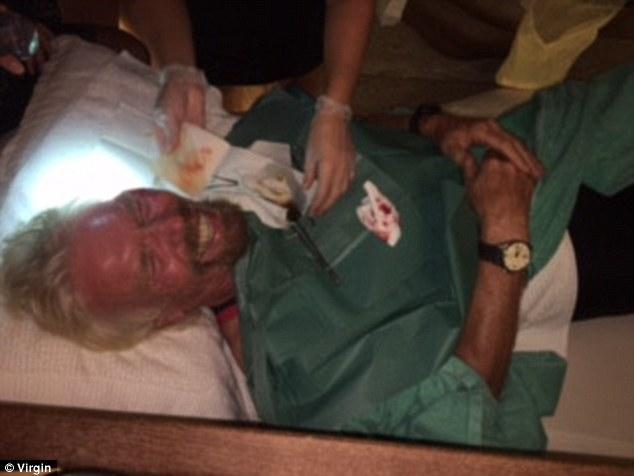 """Chia sẻ về vụ tai nạn, ông chủ của tập đoàn Virgin cho biết: """"Tôi nghĩ mình sẽ chết. Đầu tôi đập xuống đường khi đang di chuyển với tốc độ cao"""". Ngay sau tai nạn, tỷ phú Branson được đưa tới Miami, Florida để kiểm tra tổng thể. Ảnh: Virgin"""
