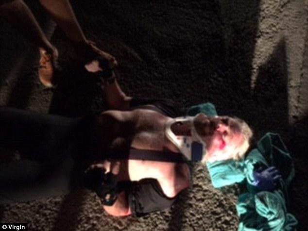Sự cố với xe đạp xảy ra 6 tháng sau khi ông Branson bị một con cá mập tấn công khi bơi lội cùng hàng chục con cá đuối gai độc tại quần đảo Cayman. Ảnh: Virgin