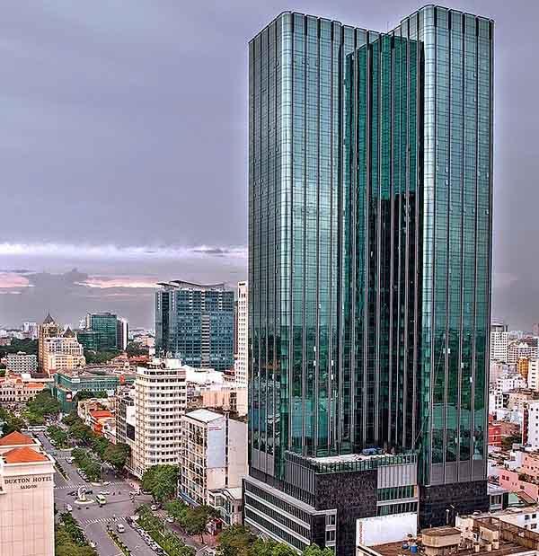 Tòa nhà này cũng là nơi đặt trụ sở kinh doanh của tập đoàn Vạn Thịnh Phát