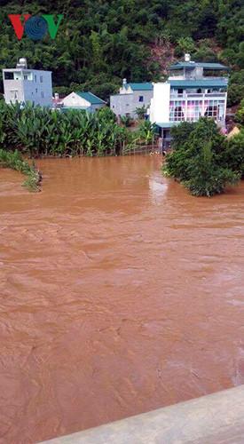 Tỉnh Sơn La nghiêm cấm người dân không ngủ lại các lán nương tránh lũ quét, sạt lở đất bất ngờ xảy ra vì hiện nay sau những đợt mưa to đất đã ngấm đủ nước.