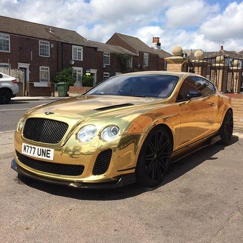 Chiếc xe siêu sang mạ vàng Bentley sở hữu biển số khá đẹp 777 biểu tượng của sự phát đạt