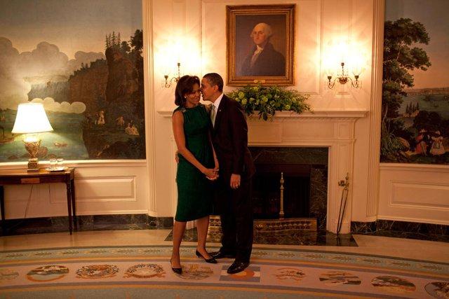 Khoảnh khắc trước buổi tiếp tân của Barack Obama và Michelle Obama trong phòng ngoại giao của Nhà Trắng tại Washington, ngày 17 tháng 3 năm 2009.