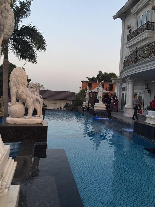 lottranbimatbentrongbietthudatvangtramtynhatangthanhha Khám phá bí mật bên trong biệt thự dát vàng trăm tỷ nhà Tăng Thanh Hà