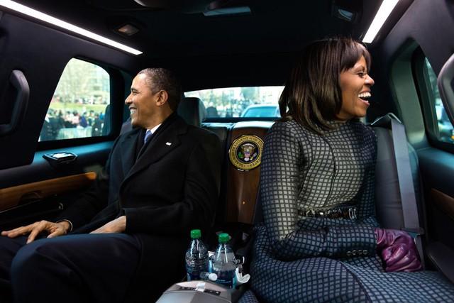 Giây phút hạnh phúc của cặp đôi quyền lực nhất nước Mỹ trong lễ diễu hành nhậm chức tại Washington DC, ngày 21 tháng 1 năm 2013.