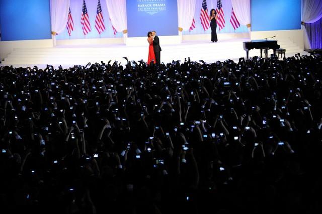 Tổng thống Barack Obama nhảy bên vợ trong lễ chức chính thức tại Washington vào ngày 21 tháng 1 năm 2013.