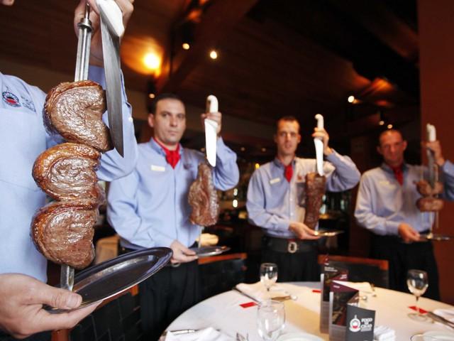 Sao Paulo, thành phố lớn nhất Brazil, được xem như là cái nôi về văn hóa và ẩm thực Brazil với nhiều nhà hàng chất lượng.