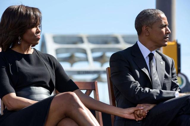 Tổng thống Mỹ và Đệ nhất phu nhân nắm tay nhau trong lễ kỷ niệm lần thứ 50 của Bloody Sunday, ngày 7 tháng 3 năm 2015.