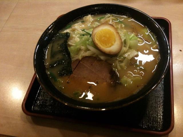 Cộng đồng người Nhật và văn hóa Nhật phát triển mạnh mẽ tại Sao Paulo. Hiện nay, nhiều nhà hàng Nhật được mở ra, phúc vụ mọi loại đồ ăn từ mỳ ramen tới sushi.