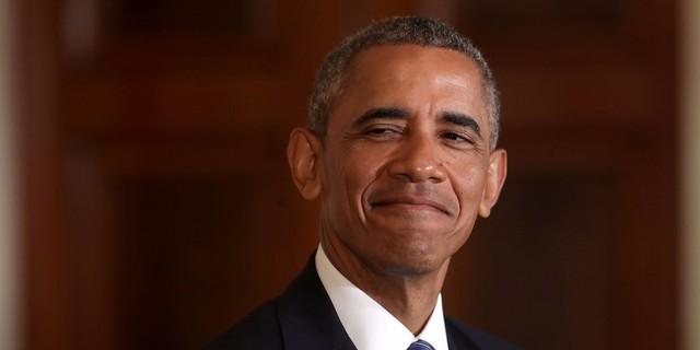 Obama dùng lương tổng thống để trả nợ lúc học hành.