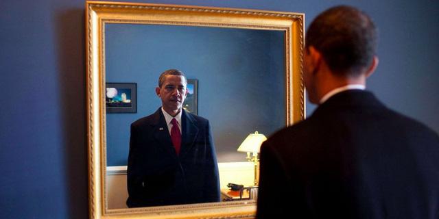 Ông Obama trước khi ra sân khấu trong lễ nhậm chức Tổng thống.