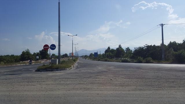 Hạ tầng giao thông từ khu vực sân bay Cam Ranh vào trung tâm thành phố được đầu tư khá hiện đại.
