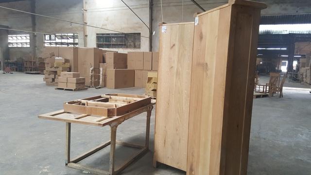 Sản phẩm gỗ đã được đóng dấu QC đang tồn kho tại công ty Gia Hân