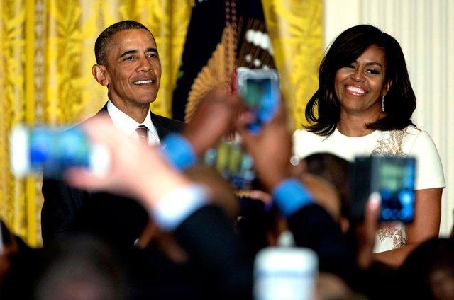 Vợ chồng tổng thống Mỹ trong một buổi tiếp tân kỷ niệm Tháng Lịch sử người Mỹ gốc Phi tại Phòng Đông của Nhà Trắng, Washington, ngày 18 Tháng 2 năm 2016.