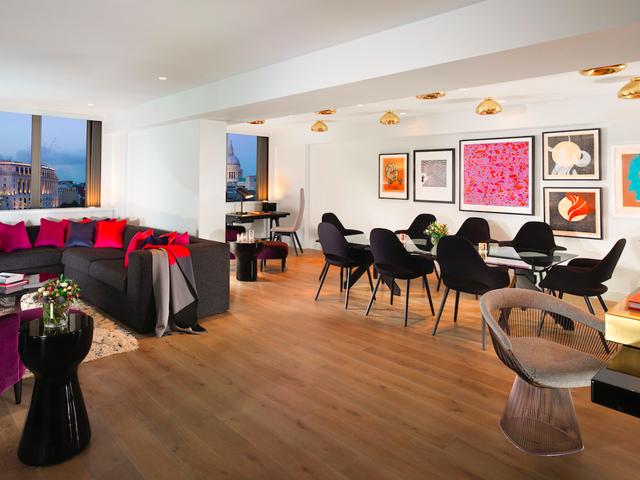 Mondrian, London chắc chắn là lựa chọn hàng đầu nếu bạn có cơ hội tới London. Tọa lạc ngay bên bờ sông Thames, view cực ấn tượng, nội thất tiện nghi và sang trọng, sân thượng rộng rãi… giúp bạn lưu lại những kỷ niệm khó quên nếu được một lần trải nghiệm.