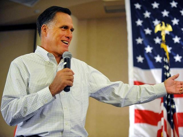 4. Cựu Thống đốc bang Massachusetts - Mitt Romney - muốn đi học kinh doanh nhưng cha ông lại muốn hướng con theo ngành luật, vì vậy ông đã học cả hai. Romney tốt nghiệp hai chương trình JD-MBA uy tín của Harvard vào năm 1975, nhận hai văn bằng trong bốn năm. Sau khi trở thành thống đốc bang Massachusetts, Romney chính thức chạy đua cho chiến dịch tổng thống năm 2012 nhưng cả 2 lần đều thất bại trước ông Obama.