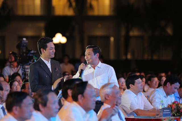 Ông Lê Hồng Sơn - Phó chủ tịch UBND TP. Hà Nội chia sẻ cảm nghĩ và đọc bài thơ viết tặng Tập đoàn FLC.