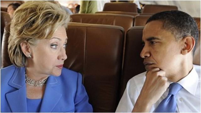 Giây phút bối rối giữa 2 con người quyền lực: một bên là cựu ngoại trưởng và cựu đệ nhất phu nhân nước Mỹ, một bên là đương kim tổng thống.