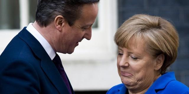 Khoảnh khắc tình cảm của Thủ tướng Anh David Cameron và người đồng cấp Đức Angela Merkel.