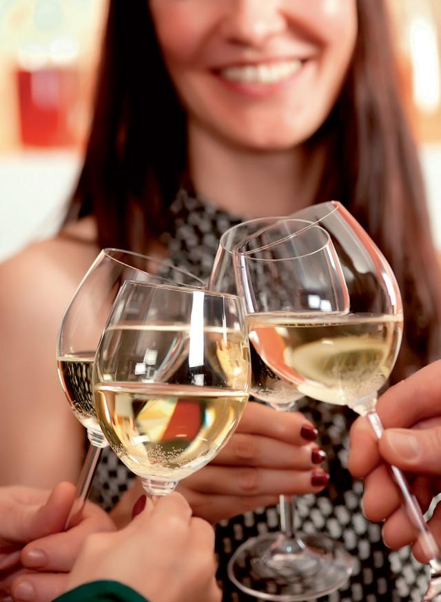 Uống 1 ly rượu mỗi ngày tốt cho sức khỏe của phụ nữ.