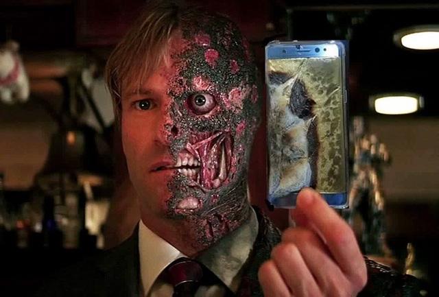 Vô tình nằm đè lên chiếc Note 7 đang sạc dưới gối, gương mặt bạn sẽ phát nổ cùng chiếc điện thoại như thế này đây.