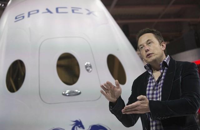 SpaceX của Musk chuyên phát triển và sản xuất các thiết bị phóng vào không gian, tập trung vào việc cải tiến công nghệ tên lửa.