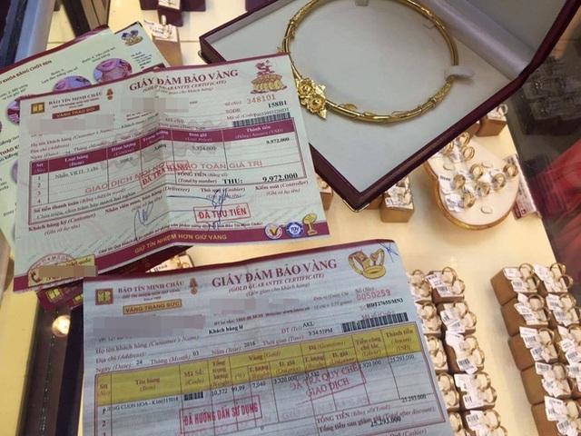 Tờ hóa đơn có ghi rõ giá trị của kiềng là 7,040 chỉ (hình ảnh từ trang cá nhân của chị Linh)