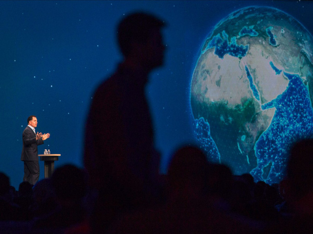'Chúng tôi phải hoặc thay đổi hoặc chết, Dell, tỷ phú hiện sở hữu hữu tài sản ròng 20 tỷ USD, nói với CNBC sau khi thương vụ hoàn tất. Tất các ngành công nghiệp đều đang trở thành công nghệ hóa. Và chúng tôi đang có một công ty hùng mạnh để tất các các ngành công nghiệp trên khắp thế giới, ông nói thêm.'