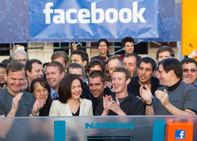 Năm 2012, thành công của Facebook được mô tả là không thể ngăn cản. Facebook lên sàn chứng khoán.