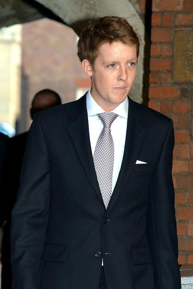 Ở tuổi 25, Huge Grosvenor đã thừa kế tước danh cao quý của dòng họ cùng khối tài sản khổng lồ trị giá 9,3 tỉ Bảng Anh (GBP)