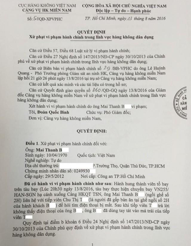 Hành khách Mai Thanh bị xử phạt 15 triệu đồng vì dùng tay tát vào má trái của tiếp viên hàng không.