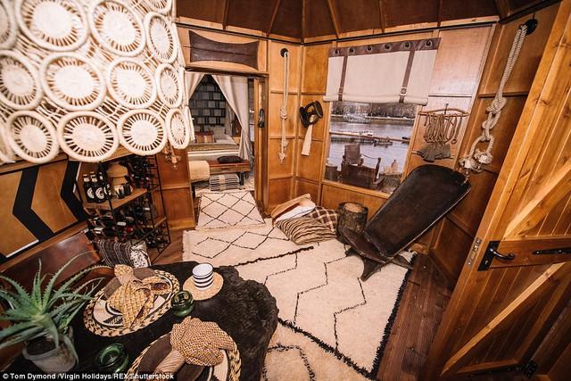 Nhà thiết kế Zandberg cho biết, ông thích pha trộn những nét đẹp văn hóa truyền thống với hơi thở của thời đại trong căn nhà này.